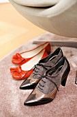 Graue Schnürschuhe mit Absatz, Elégance, rote Ballerinas, Mango