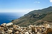 Kreta: Blick auf Bucht Loutró, Gebirge, Meer, malerisch