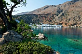 Kreta: Dorf Loutró, Badebucht, Gebäude, sommerlich