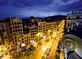 Barcelona: Stadtansicht, Grácia, abends, Gebäude, Straße, Lichter