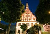 Sachsen: Zwickau, Gewandhaus his- torisch, abends, beleuchtet