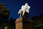 Sachsen: Zwickau, Robert Schumann Denkmal, abends, beleuchtet