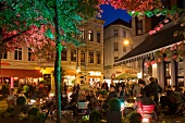 Bremen: Ostertorsteinweg, Straßen- cafés, Menschen, abends, Aufmacher