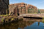 Irland: Locke's Distillery, Fass- Lagerung, aussen