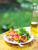 Salad with grilled peaches and ham