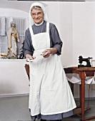 Hostienbäckerin Schwester Revokata bei der Arbeit