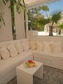 Antalya: Garten, Pavillon, Sitzecke weiss.