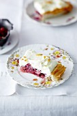 Gooseberry slices with vanilla cream