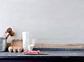 Stillleben mit Zutaten für Wiener Schnitzel