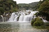 Kroatien: Nationalapark Krka, Wasser fälle, malerisch, Touristen