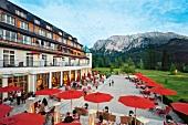 "Hotel ""Schloss Elmau"", Terrasse, Bergpanorama, Oberbayern"