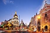 Spanien, Madrid, neoklassizistische Häuser, Abenddämmerung