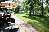 """Terrasse vom Hotel """"Landgut A. Borsing"""", am Groß Benitzer See"""