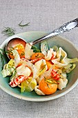 Pasta salad with melon and crayfish