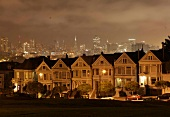 Skyline San Francisco, Alamo Square Postcard Row, nachts