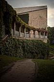 Aarhus, Universitätgebäude, Aula, Terrasse mit weinberankten Arkaden