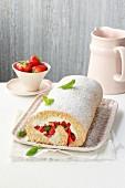 Buchweizen-Biskuitrolle mit Erdbeeren & Basilikum