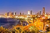 Israel, Tel Aviv, Stadtteil Neve Tzedek, Mittelmeer, Skyline, abends