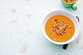 Abnehmen, Tomaten-Kartoffel-Suppe mit Nüssen