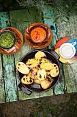 Röstkartoffeln mit drei Dips