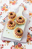 Mini crispy Bundt cakes with chocolate, pistachios and apricots