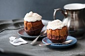 Mini latte macchiato Bundt cakes with cream