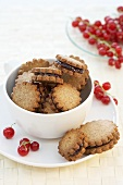 Whole-grain biscuits with redcurrant jam