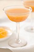 Cocktail mit Aprikosensaft, Wodka & Licor 43