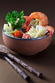 Pasta salad with prawns and tomatoes