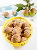Brötchen mit Apfelstückchen