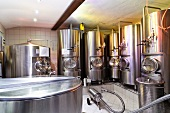 Bierbrauerei in Klausen, Südtirol (Gärbottiche und Lagertanks)