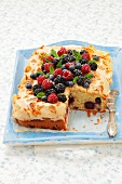 Almond cake with berries and meringue