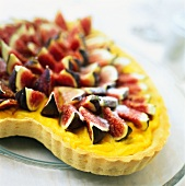 A heart-shaped fig tart with vanilla pudding