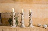 Drei Kerzenständer aus Stein
