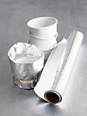 Souffleförmchen mit Silberfolie umwickeln