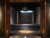 Edler Spa mit beleuchtetem Dusch- und Abkühlbereich
