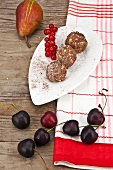 Crispy cornflake balls with fresh fruit