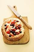 A berry pizza with vanilla cream