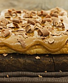Puff pastry cake with dulce de leche and milk chocolate