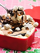 Semifreddo with marshmallows and chocolate sauce