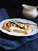 Apple tarts with vanilla and cream