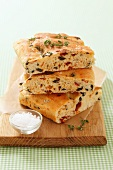 Focaccia toscana (focaccia with tomatoes, olives and thyme)