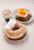 Sesame bagel with cream cheese and grated apple and wholewheat bread with cottage cheese and oranges