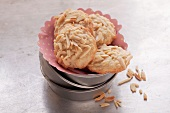 Vanilla cookies with almond slivers