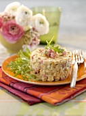 Timbale of noodles with ham and cheese
