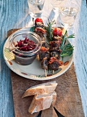 Calf's liver and kidney kebabs with red onions (France)