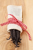 Bourbon and vanilla pods in a little linen bag with ribbon