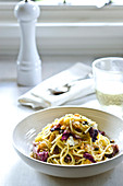 Spaghetti with radicchio, goat cheese and garlic croutons