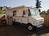 Wohnmobil mit Verkaufsstand (Portland, Oregon, USA)