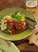 Minced meat and tomato patties with Bern-style potato salad (Austria)
